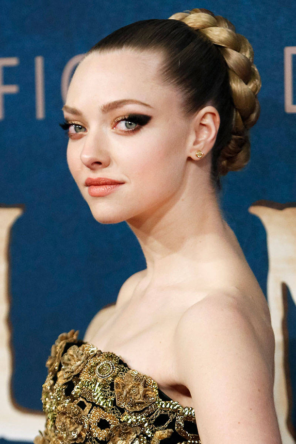 elle-wedding-hairstyles-amanda-seyfried-xln-5499806-xln